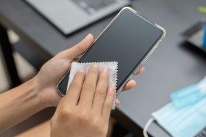 Jak dezynfekować telefon?