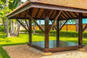 Drewniana altana w ogrodzie - od czego zacząć?