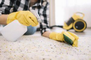 Czym usunąć wosk z dywanu?