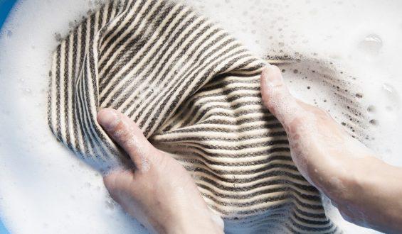Czym usunąć rdzę z ubrania?