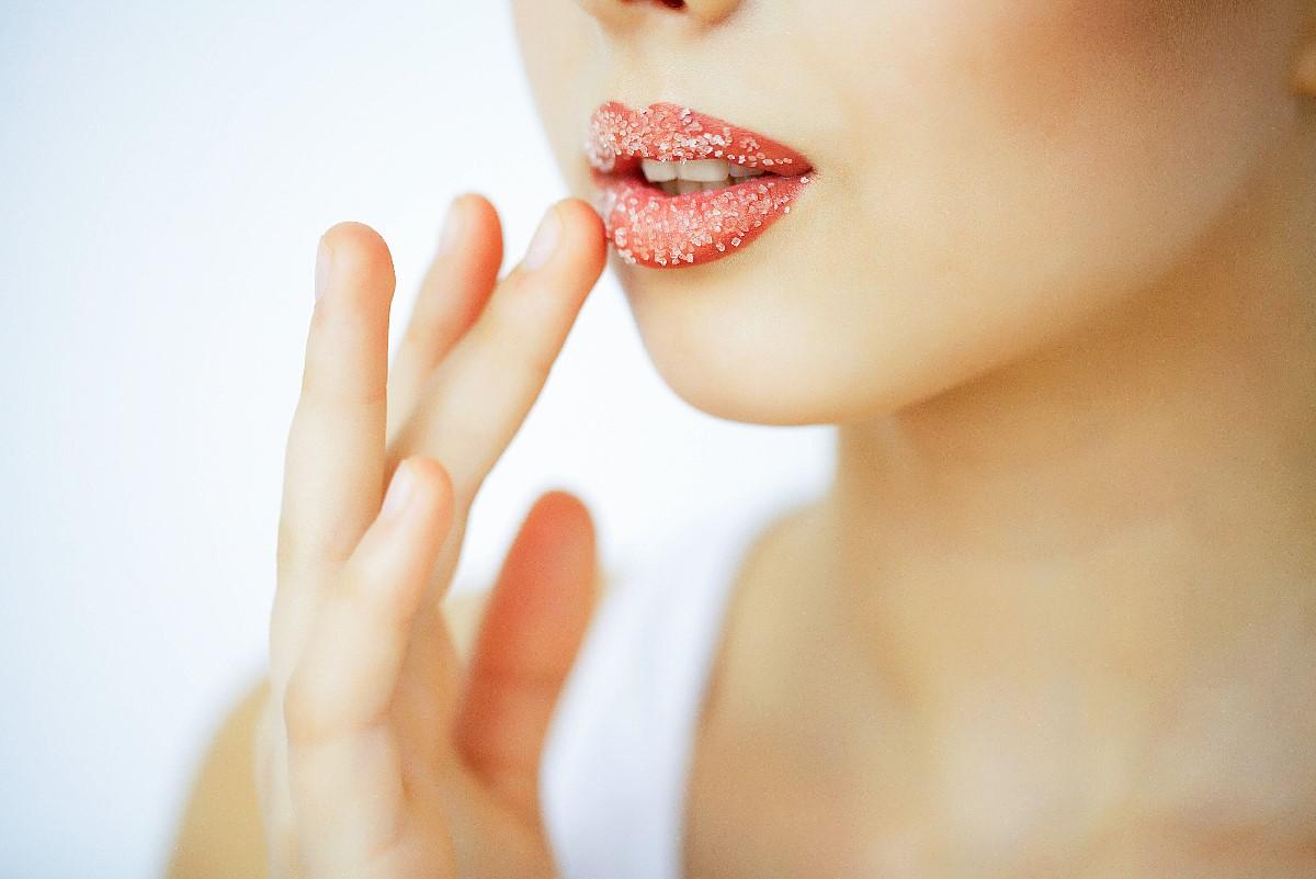 Domowy peeling do ust z miodem – to proste!