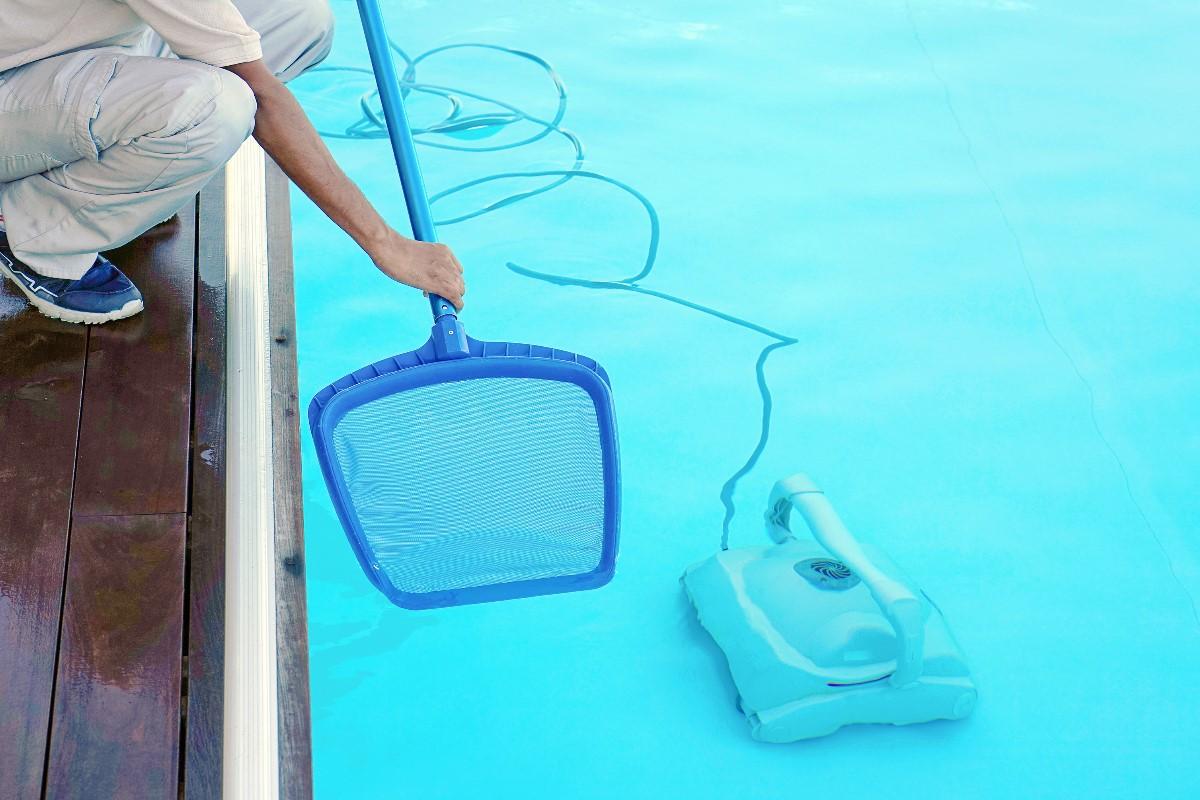 jak-odkamienic-wode-w-basenie