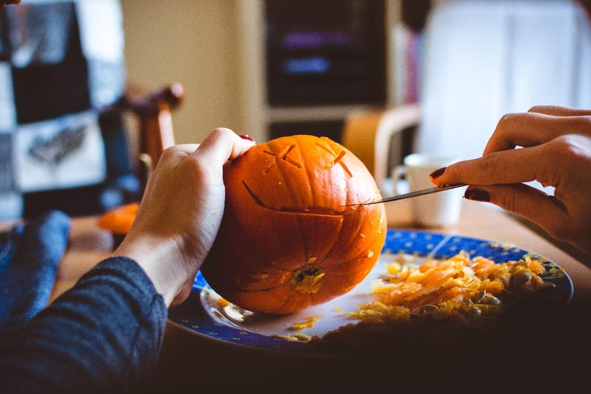 Wzory w owocach i warzywach – czym jest carving?