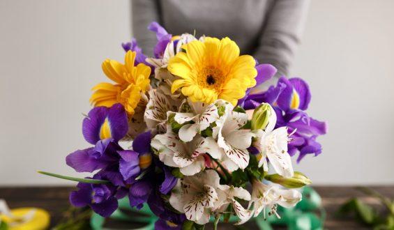 Czy można farbować kwiaty sprayem?