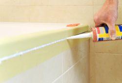 Czym usunąć silikon z wanny?