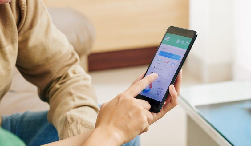 Jak można sterować światłem przez smartfona?