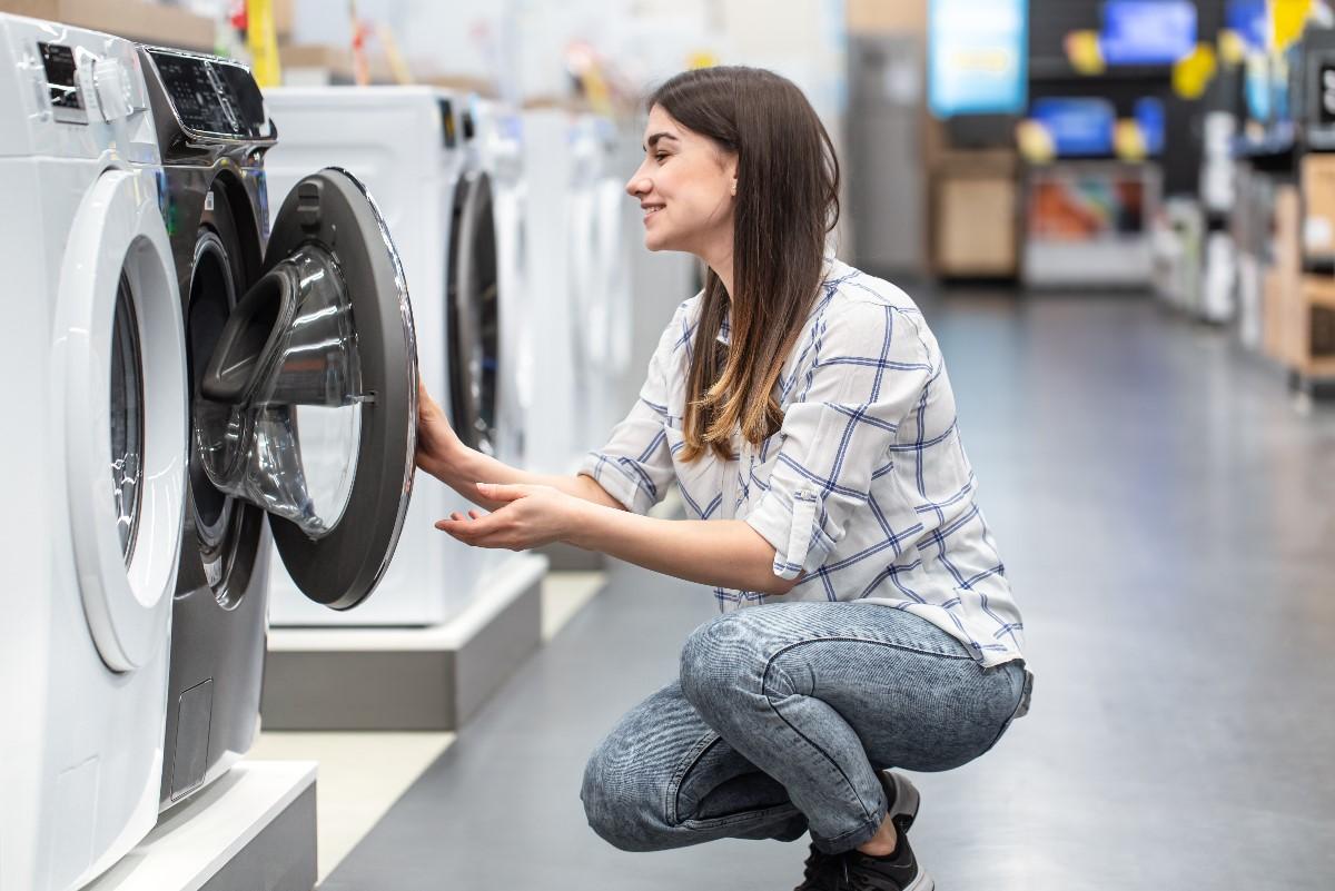Czy warto kupić pralko-suszarkę? Wady i zalety