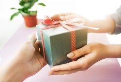 Co kupić na parapetówkę? Kilka sprawdzonych prezentów