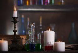 Wróżby andrzejkowe – ciekawe pomysły na wieczór w domu