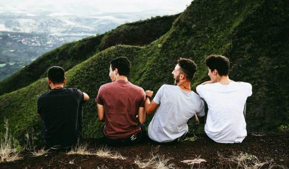 Dzień Chłopaka a Dzień Mężczyzny – czym się różnią?