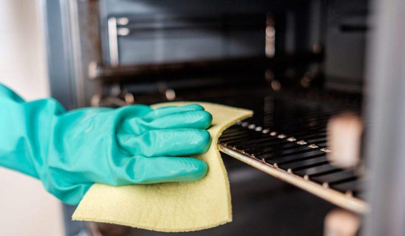 Jak wyczyścić piekarnik z przypalonego tłuszczu?