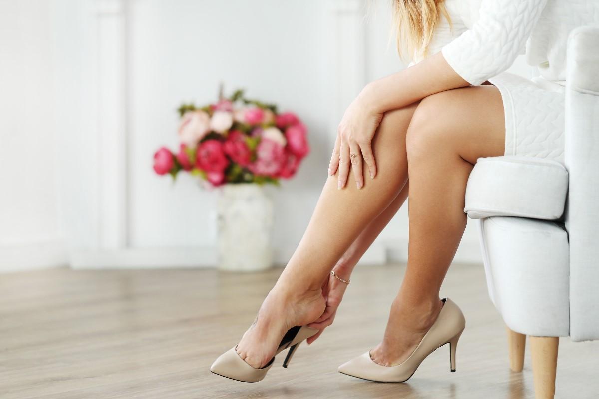 Rozstępy na nogach – jak z nimi walczyć? Co jest najskuteczniejsze?