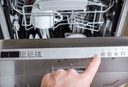 Sól do zmywarki – po co jej używać i jak stosować?
