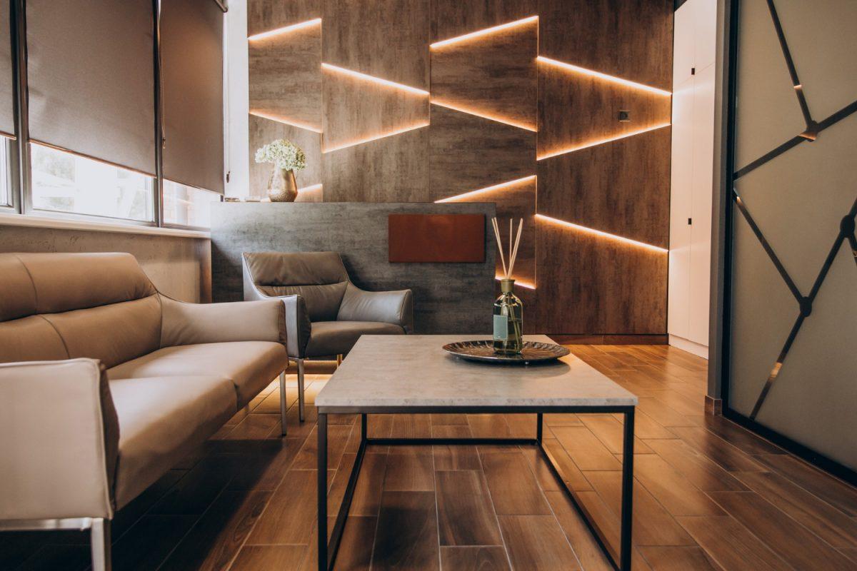 3 ciekawe pomysły na eleganckie ozdobienie ścian w salonie