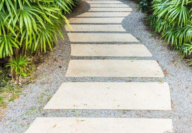 Jak zrobić tanią ścieżkę w ogrodzie