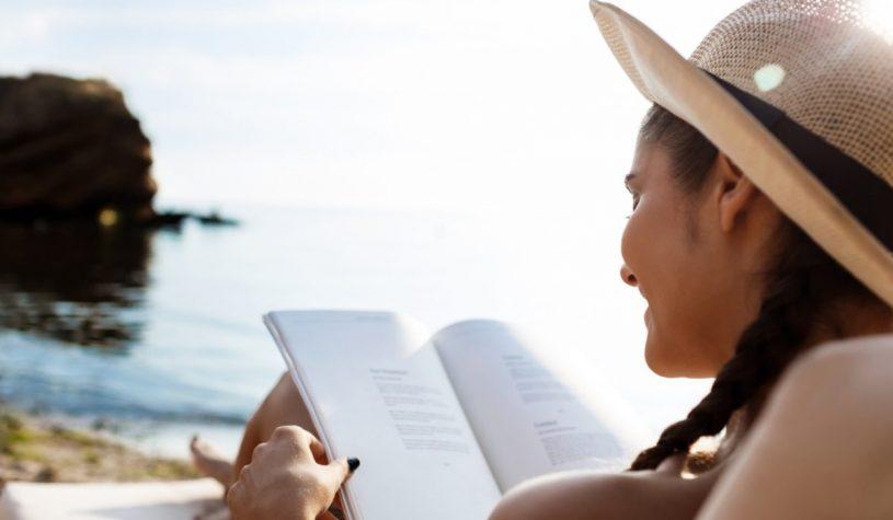 Książki na wakacje – ciekawe i przydatne tytuły na rok 2021