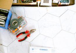Jak naprawić pęknięte płytki?